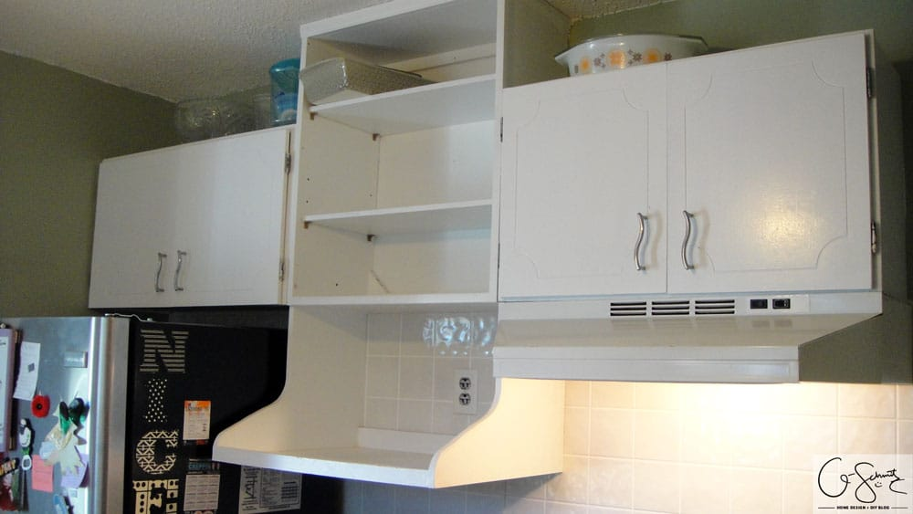 When we decided to renovate and DIY our kitchen last summer, it was easiest to create a list of all the things we didn't like. Those white kitchen cabinets weren't so bad, but read the blog to find out why they didn't work for us.