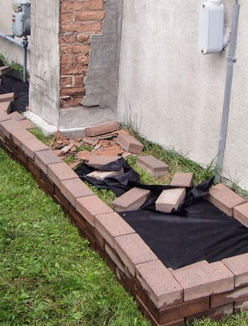 To tackle side yard landscaping (or any area really), the first step is often levelling the ground and prepping the area for what will be going on top (whether it's pavers, stones, grass, etc!).