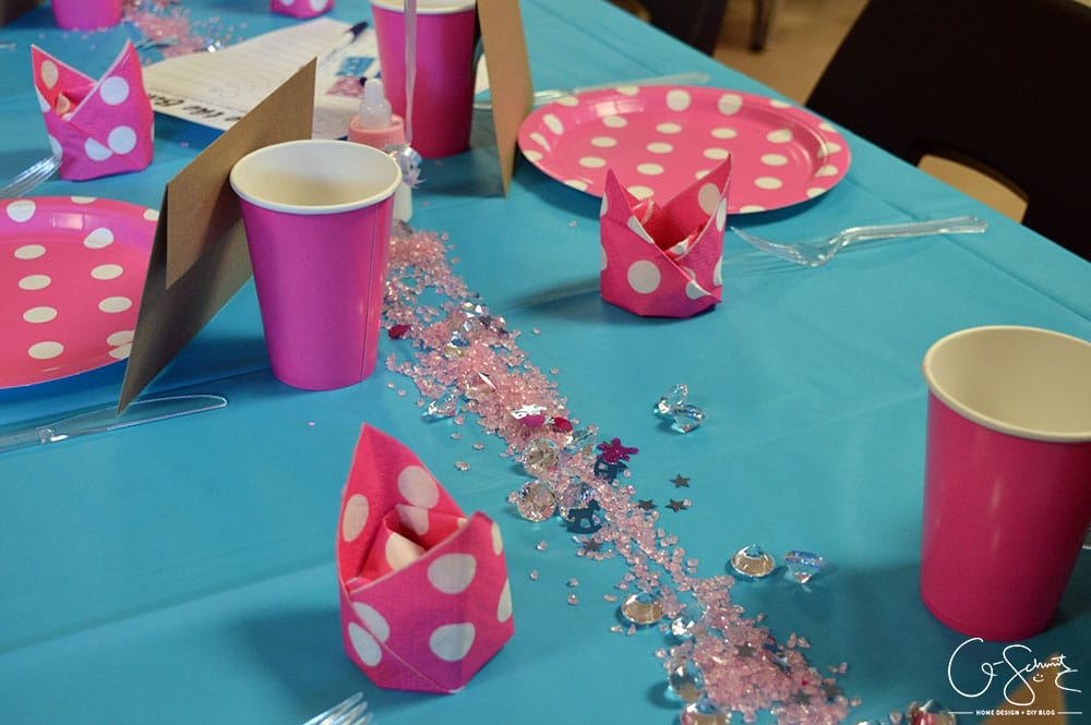 Having a pink and blue baby shower is definitely the most general option; but why mess with tradition? Especially if you don't know the gender of the baby!