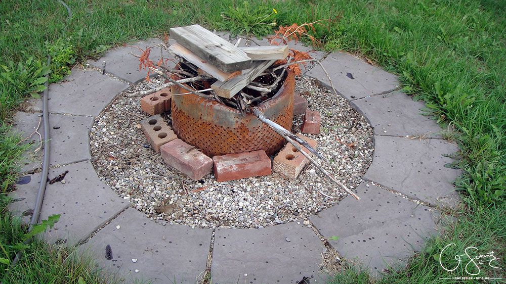 Easy diy firepit madness method these are the ones we bought from lowes there are also large arched stones and some smaller arches too we then filled the space in between with a few solutioingenieria Image collections
