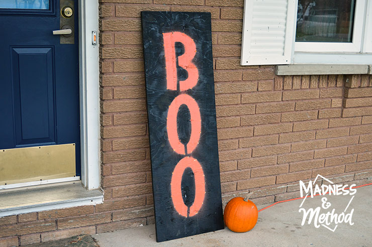 "I made a custom DIY light up board ""Boo"" sign because I wanted something that would look good in both the daytime and at night. This large marquee-like sign is the perfect addition to our front porch!"