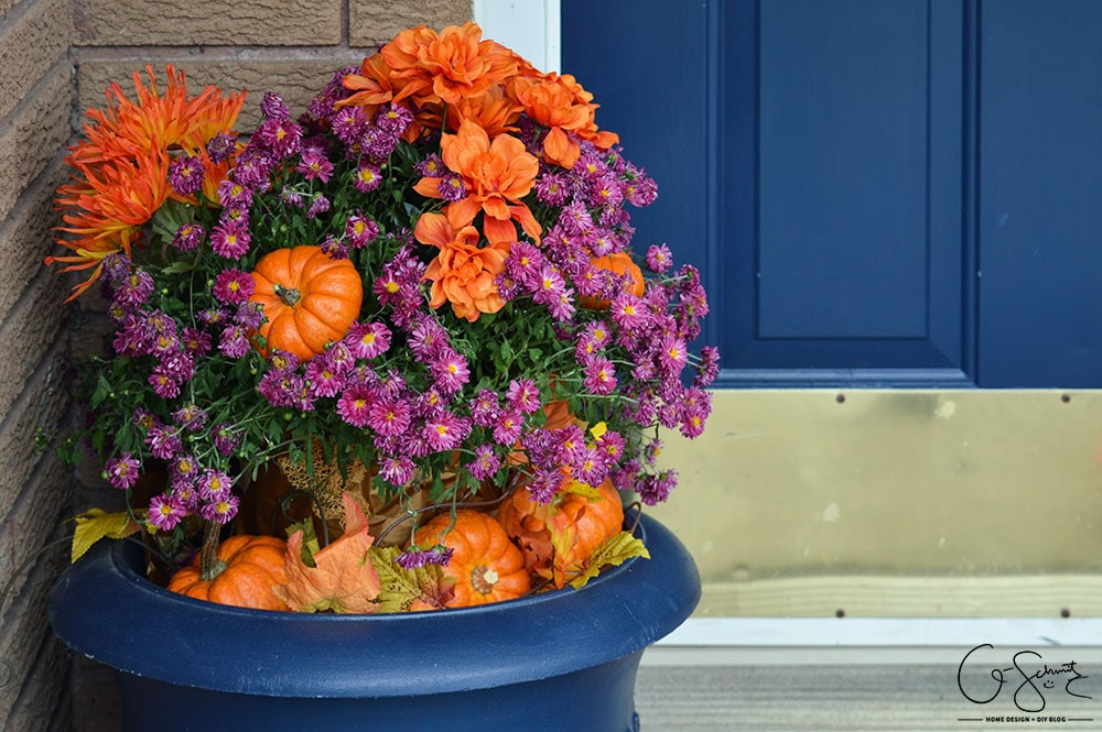 Here's some easy DIY instruction to make a festive fall planter; with the perfect combination of fake and real décor elements to transform a plain Mum.