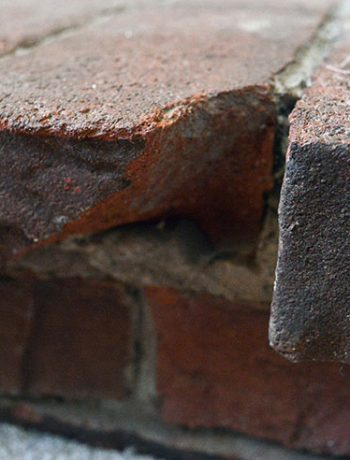 Do you have to fix broken bricks at your house? I came up with a quick DIY hack to fix broken bricks - and I'm going to share my method with you :)