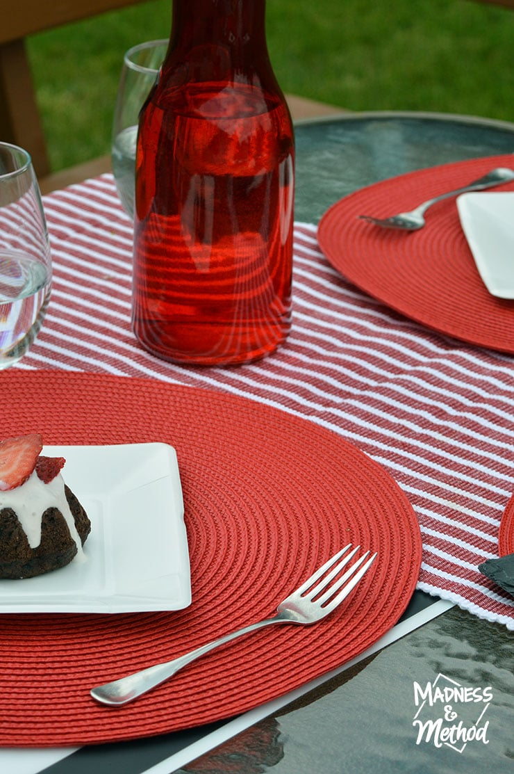 red-white-table-decor-12