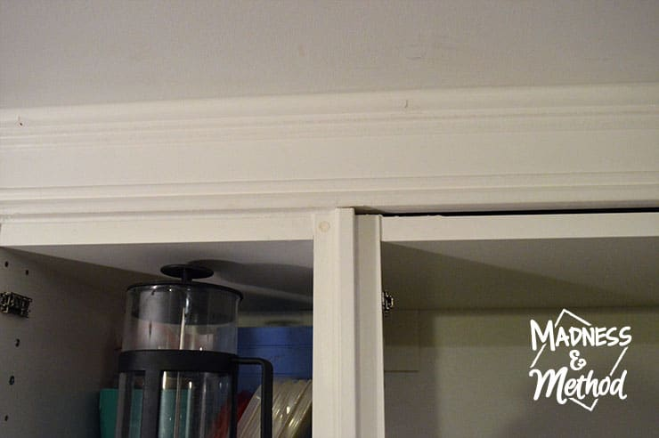 install-trim-above-cabinets-05