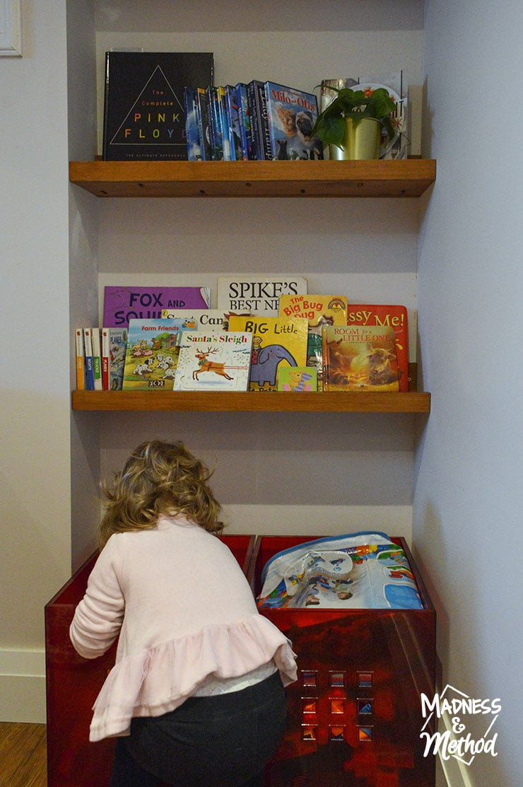 kids using shelves