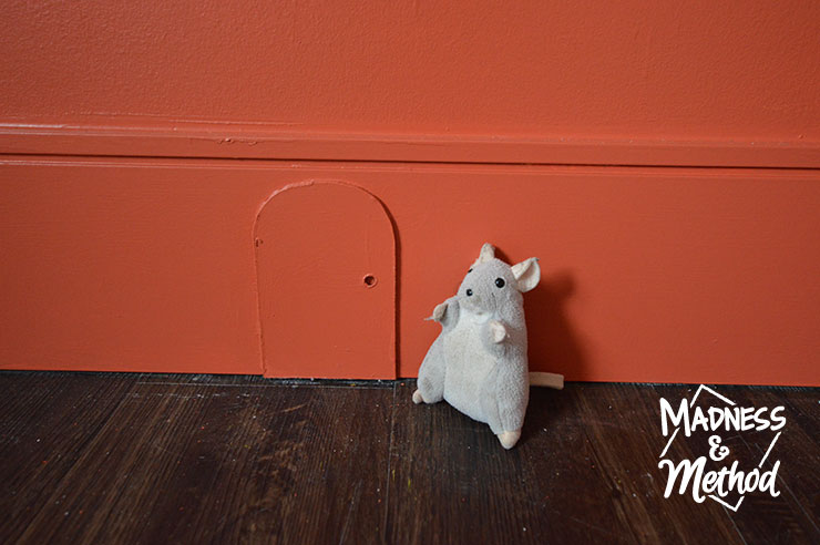 fake mouse door