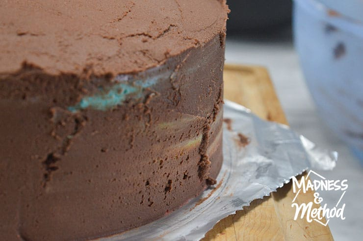 pulling frosting on cake
